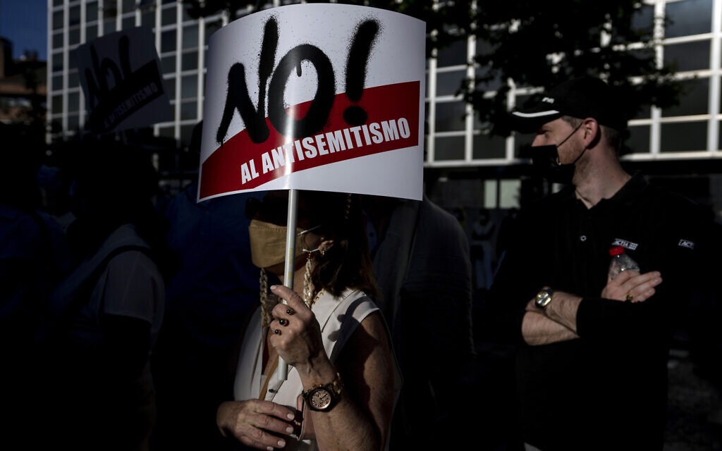 """People gather during a pro-Israel demonstration in front of the Israeli Embassy in Madrid, Spain, Thursday, May 20, 2021. Banner reads in Spanish: """"No to antisemitism"""". (AP Photo/Manu Fernandez)"""
