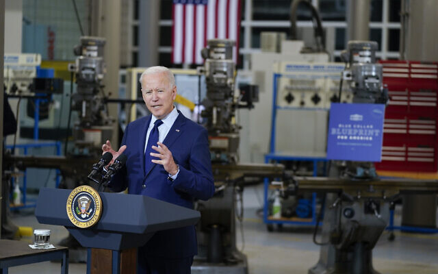 US President Joe Biden delivers remarks on the economy at the Cuyahoga Community College Metropolitan Campus, May 27, 2021, in Cleveland. (AP Photo/Evan Vucci)