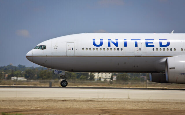 View of a United Airlines flight at Ben Gurion International Airport on August 3, 2013. (Moshe Shai/FLASH90)