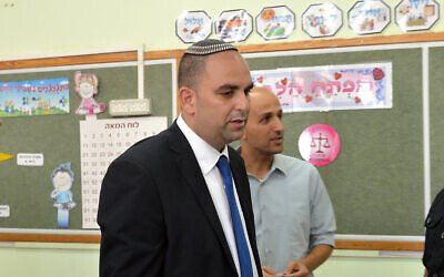 Lod Mayor Yair Revivo voting at a polling station in the mixed Jewish-Arab city of Lod when he was running for mayor, October 22, 2013. (Yossi Zeliger/FLASH90)