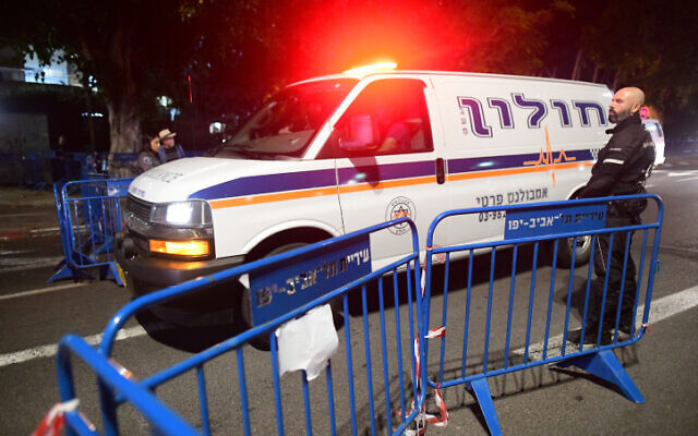 Police are seen outside the Institute of Forensic Medicine in Tel Aviv, where victims of the stampede at Mount Meron were brought to be identified, May 1, 2021 (Avshalom Sassoni/Flash90)