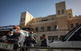 Police stand guard outside the Jerusalem District Court as Prime Minister Benjamin Netanyahu attends his corruption trial there, April 5, 2021. (Olivier Fitoussi/Flash90)