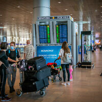 Travellers at the Ben Gurion International Airport near Tel Aviv on April 18, 2021. (Yossi Aloni/Flash90)