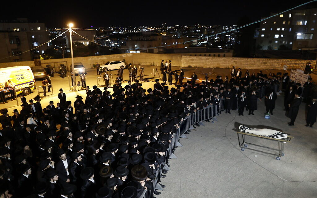 Ultra-Orthodox Jews attend the funeral of a victim of the deadly crush during Lag B'Omer celebrations on Mount Meron, northern Israel, May 1, 2021. (Yonatan Sindel/Flash90)