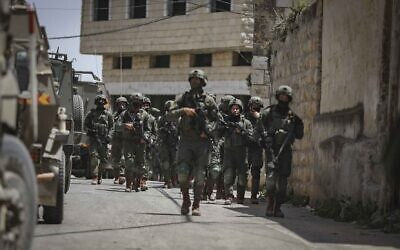 IDF soldiers searching in the village of Aqraba, near the West Bank city of Nablus for a gunman who injured three Israeli teenagers, May 4, 2021. (Flash90)