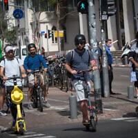 Israelis on Rothschild Boulevard in Tel Aviv on May 5, 2021. (Miriam Alster/Flash90)