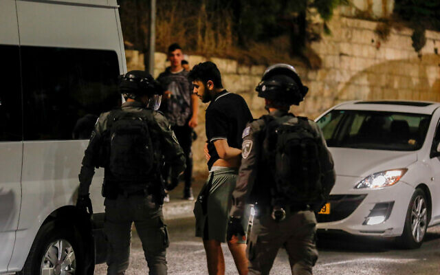 Israeli security forces clash with protesters in the East Jerusalem neighborhood of Sheikh Jarrah on May 6, 2021. (Olivier Fitoussi/Flash90)