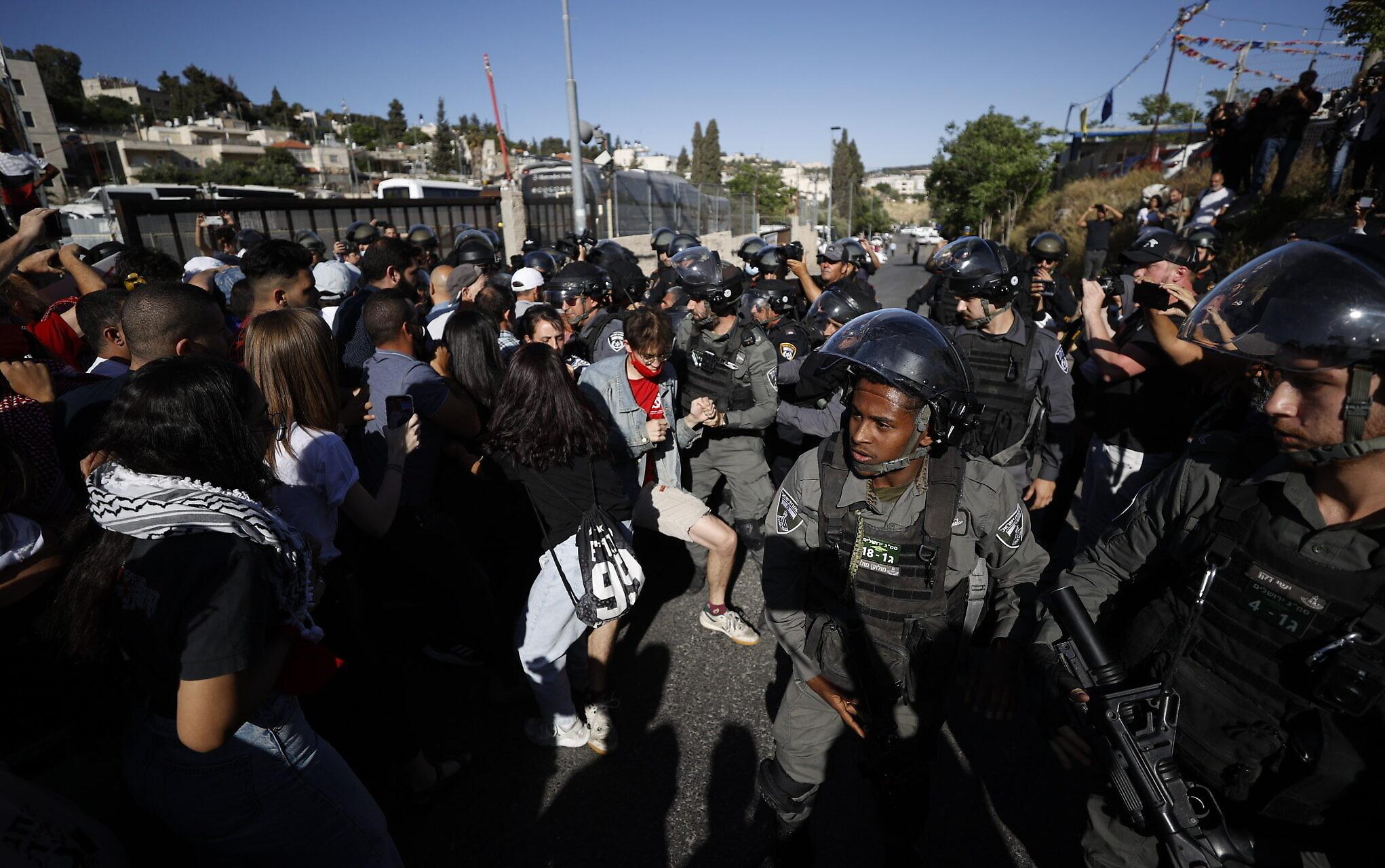 Israeli police wound dozens of Palestinians in Al Aqsa Mosque raid