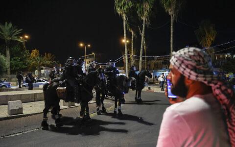Police near Damascus Gate in Jerusalem on May 9, 2021. (Yonatan Sindel/Flash90)