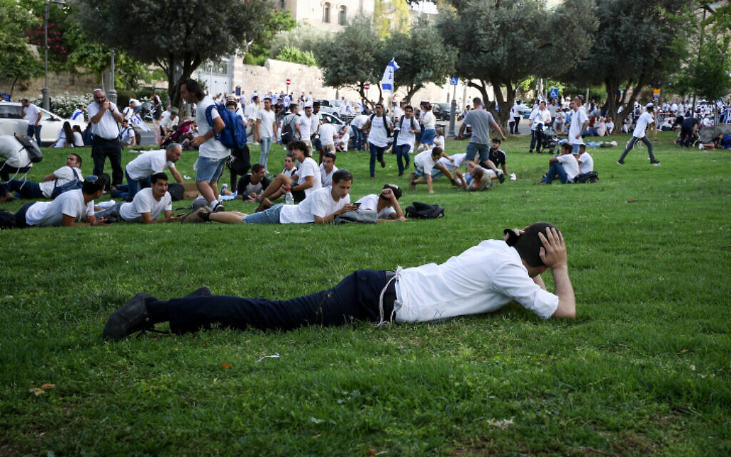 Israelis take cover as a siren sounds warning of incoming rockets from the Gaza Strip, during Jerusalem Day, in Jerusalem, May 10, 2021. (Flash90)