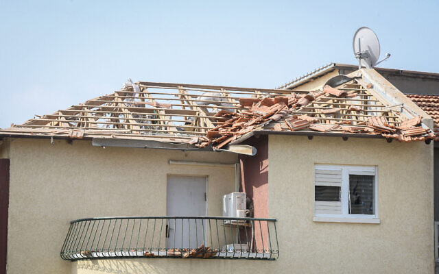 An Ashkelon home hit by a rocket fired from the Gaza Strip on May 11, 2021 (Flash90)
