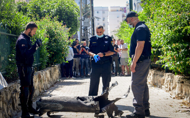 Israeli security forces at the scene where a fragment of a rocket fired from the Gaza Strip landed in south Tel Aviv, May 13, 2021. (Avshalom Sassoni/Flash90)