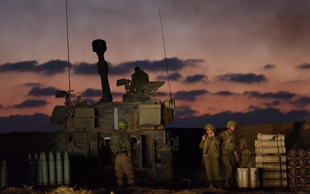 An IDF artillery unit near the Israel-Gaza border in southern Israel, May 13, 2021. (Gili Yaari /Flash90)
