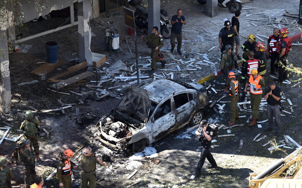 Police and rescue personnel at the scene of a rocket strike in Ramat Gan that killed Gershon Franco, 50, on May 15, 2021 (Gili Yaari /Flash90)