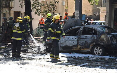 Rescue workers on the scene where a rocket hit fired from the Gaza Strip hit Ramat Gan, killing one, May 15, 2021 (Gili Yaari /Flash90)