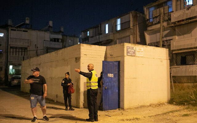 Israelis rush to a bomb shelter, as rockets are fired from Gaza, May 15, 2021 in Ramla (Yossi Aloni/Flash90)
