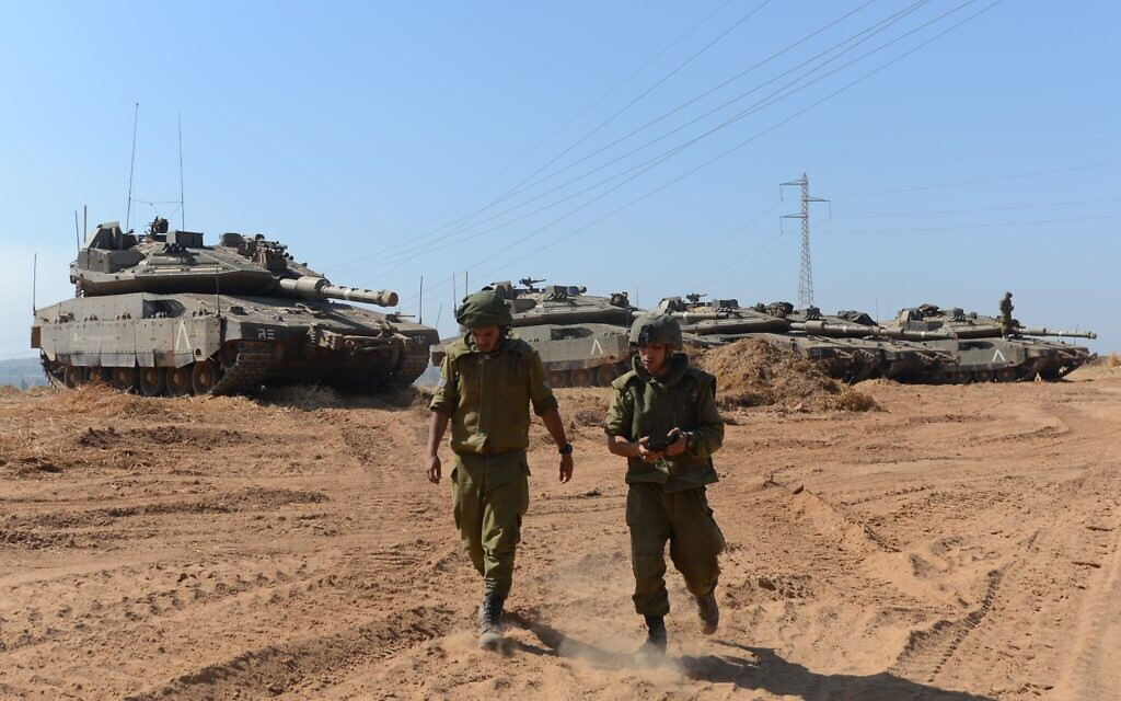Israeli soldiers at a staging area near the Israeli border with Gaza, May 16, 2021 (Avi Roccah/Flash90)