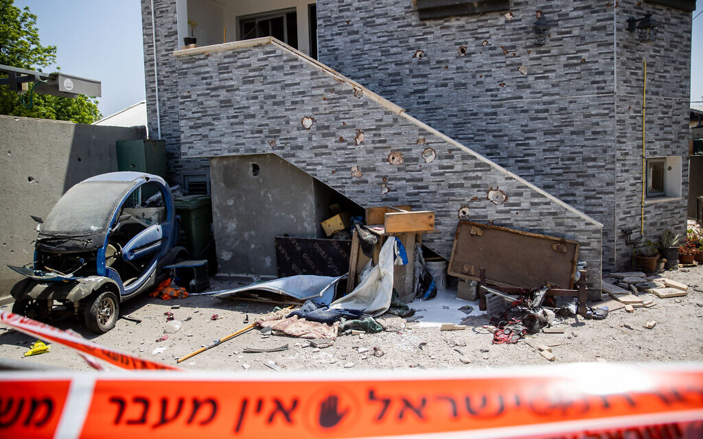 The damage caused to a building in the southern Israeli city of Sderot, after it was hit by a rocket fired from Gaza into Israel, May 20, 2021 (Yonatan Sindel/Flash90)