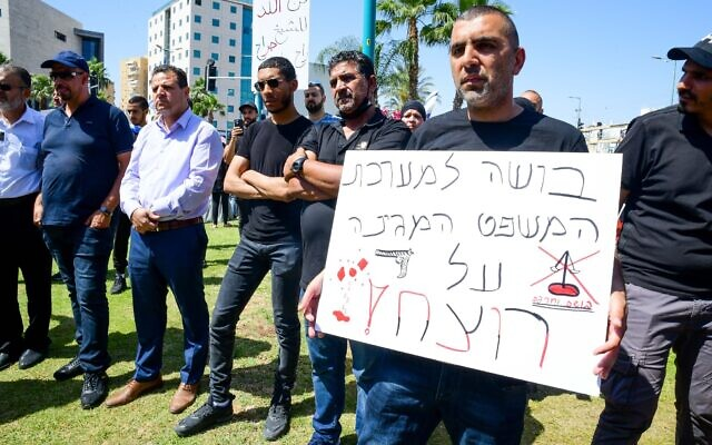Arab Israelis protest against the shooting death of Musa Hassouna outside the Central District Court in Lod on May 28, 2021. (Avshalom Sassoni/Flash90)