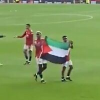 Screen capture from video of Manchester United players holding a Palestinian flag after a game, May 17, 2021. (Twitter)