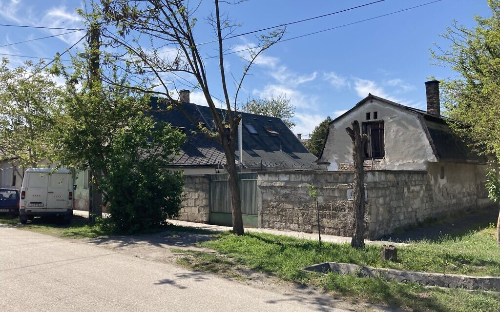 One of the older houses in Nagyteteny, which is now a part of the Budapest municipality, May 11, 2021. (Yaakov Schwartz/ Times of Israel)