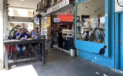 A coffee shop in Tel Aviv's Ibn Gabirol street, May 13, 2021 (Shoshanna Solomon/Times of Israel)
