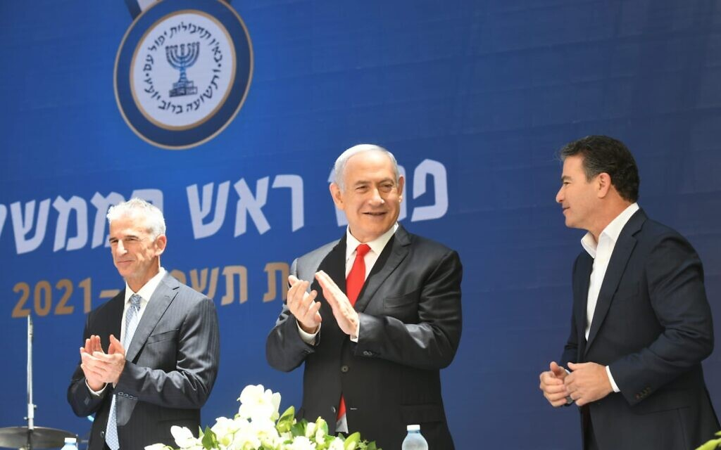 Prime Minister Benjamin Netanyahu, center, outgoing Mossad director Yossi Cohen, right, and incoming director David Barnea at a ceremony conferring the Prime Minister's Award on exceptional Mossad agents, May 24, 2021. (Amos Ben Gershom/GPO)