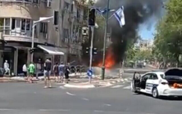 The scene of a rocket impact in Ramat Gan, May 15, 2021 (video screenshot)