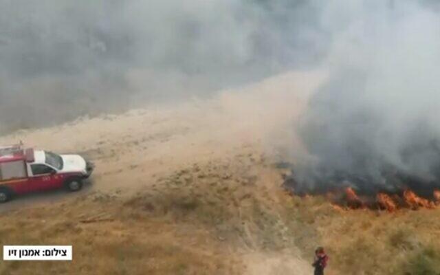 Fire in a field in in southern Israel, May 25, 2021 (Channel 12 screenshot)