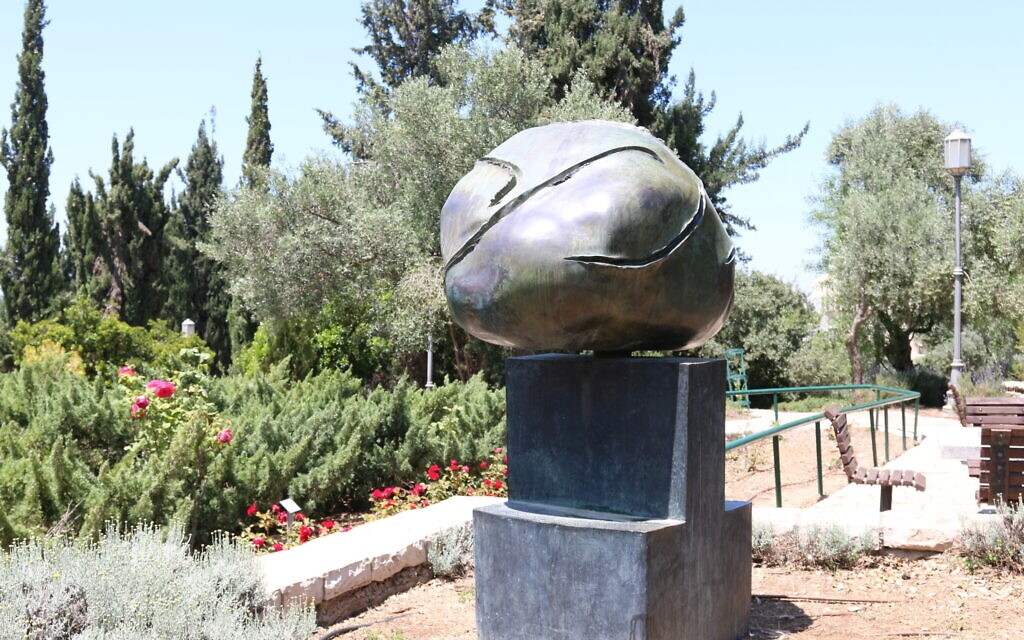 'Tete,' meaning 'Head,' a bronze sculpture by Spanish artist Joan Miro at the Wohl Rose Park's Spanish Garden in Jerusalem, April 2021. (Shmuel Bar-Am)