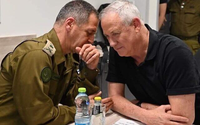 IDF Chief of Staff Aviv Kohavi (L) and Defense Minister Benny Gantz (R). (Ariel Hermoni/Defense Minister)