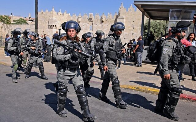 Israeli security forces deploy at Damascus Gate to the Old City in Jerusalem on June 15, 2021 (AHMAD GHARABLI / AFP)