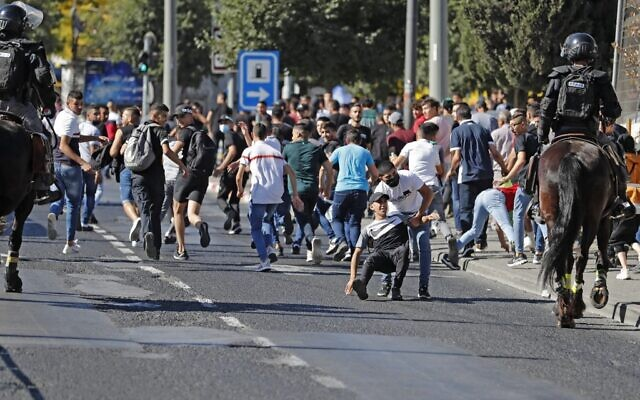 Israeli security forces disperse Palestinians near the Damascus gate in east Jerusalem, on June 15, 2021. (Ahmad GHARABLI / AFP)