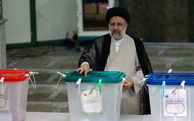 Iranian ultraconservative cleric and presidential candidate Ebrahim Raisi casts his ballot for the presidential election, in the capital Tehran, on June 18, 2021. (ATTA KENARE / AFP)