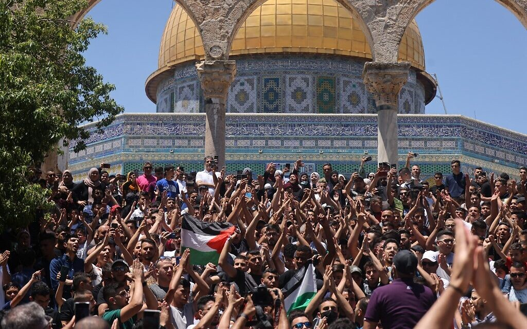 Paletinians chant slogans following Friday prayers at the Al-Aqsa mosque compound atop the Temple Mount in Jerusalem, on June 18, 2021. (AHMAD GHARABLI / AFP)