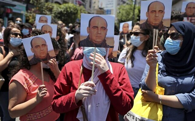 Protesters in Ramallah call for Palestinian Authority President Mahmoud Abbas to resign on June 24, 2021, following the death of Palestinian human rights activist Nizar Banat. Banat who died shortly after being arrested by Palestinian Authority (PA) security forces. His family claimed he was beaten to death (ABBAS MOMANI / AFP)