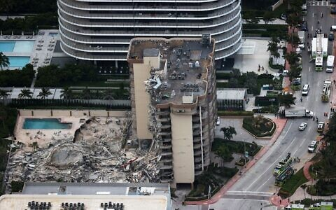 SURFSIDE, FLORIDA - JUNE 24: In this aerial view, search and rescue personnel work after the partial collapse of the 12-story Champlain Towers South condo building on June 24, 2021 in Surfside, Florida. (JOE RAEDLE / GETTY IMAGES NORTH AMERICA / Getty Images via AFP)