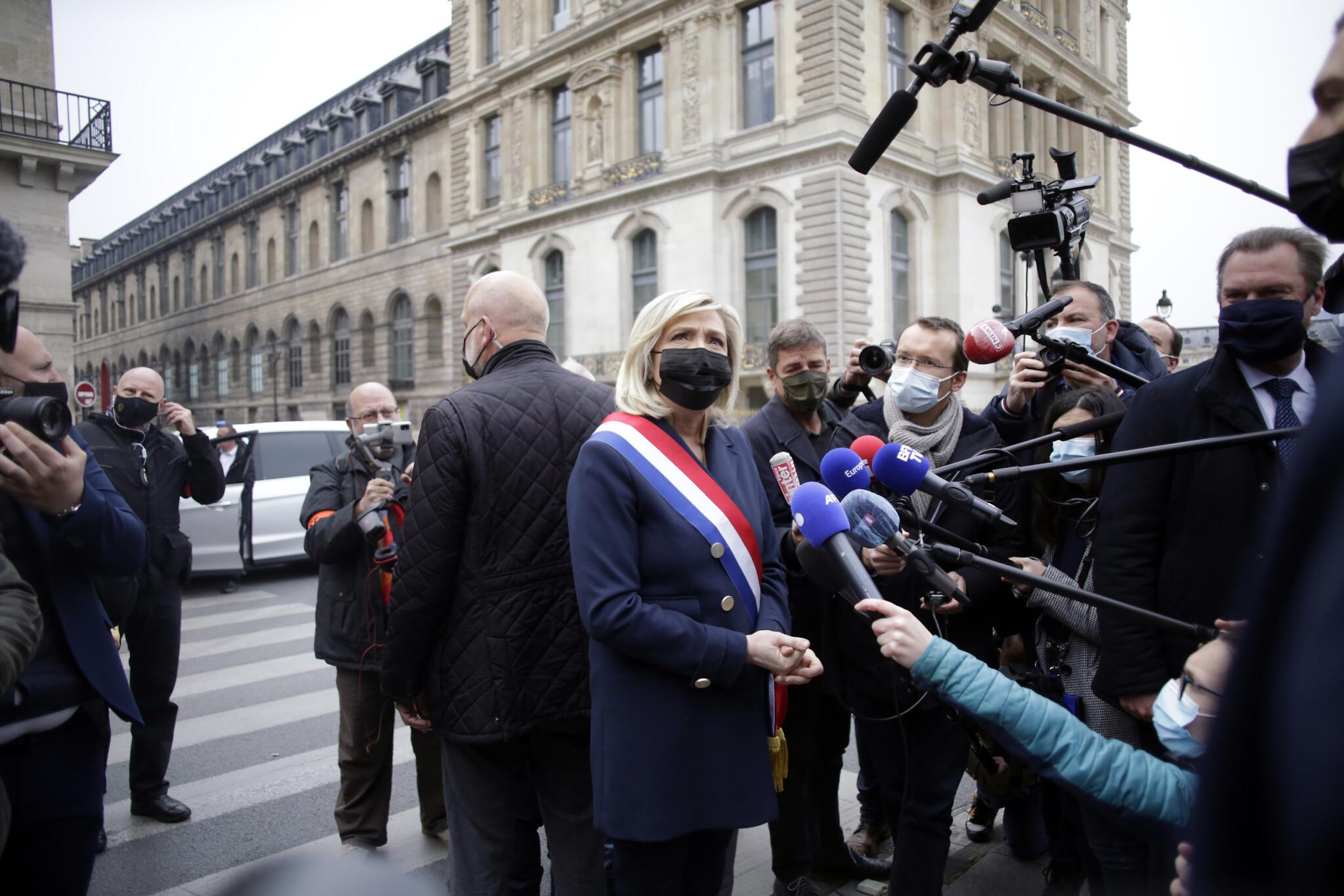 Centre-right Bertrand trumps Le Pen in Calais regional vote