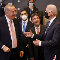 US President Joe Biden, right, speaks with Turkey's President Recep Tayyip Erdogan during a plenary session at a NATO summit in Brussels, June 14, 2021. (AP Photo/ Olivier Matthys, Pool)