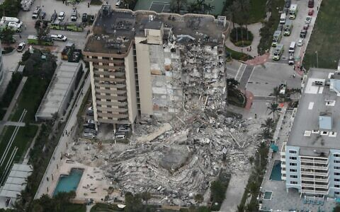 Part of the 12-story oceanfront Champlain Towers South Condo that collapsed early June 24, 2021 in Surfside, Florida. (Amy Beth Bennett/South Florida Sun-Sentinel via AP)