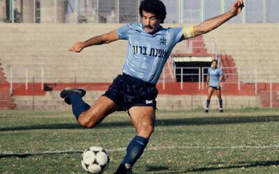 Vicky (Yitzhak) Peretz, Israeli soccer player and manager, in 1986 (Moshe Shai /Flash90)