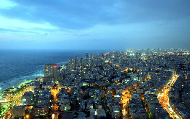An aerial view of the central city of Bat Yam (foreground) and Tel Aviv (background) on August 13, 2013. (Yossi Zeliger / Flash90)