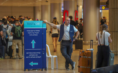Travelers line up for COVID-19 testing at the Ben Gurion International Airport, on June 20, 2021. (Yossi Aloni/FLASH90)