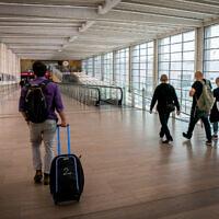 Travelers at the Ben Gurion International Airport near Tel Aviv on April 18, 2021. (Yossi Aloni/Flash90)