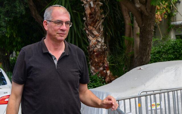 Yamina MK Nir Orbach arrives for a meeting with Yamina party leader Naftali Bennett and fellow Yamina MKs, at Bennett's home in Ra'anana, on June 4, 2021. (Avshalom Sassoni/Flash90)