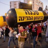 Israelis protest against Israeli prime minister Benjamin Netanyahu, outside the Prime Minister's official residence in Jerusalem on June 5, 2021. (Yonatan Sindel/Flash90)