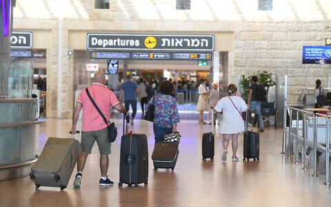 Travelers at Ben-Gurion International Airport near Tel Aviv on June 21, 2021. (FLASH90)