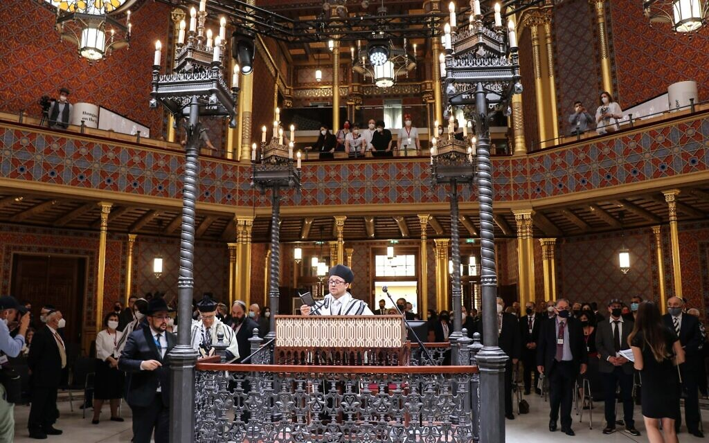 Cantor Immanuel Zucker sings Psalms at the reopening ceremony of the Rumbach Synagogue, June 10, 2021. (Photo by Akos Szentgyorgyi)