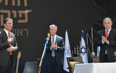 From right to left: Prime Minister Benjamin Netanyahu, new Mossad chief David Barnea and the intelligence's agency's outgoing leader Yossi Cohen on June 1, 2021. (Kobi Gideon/GPO)