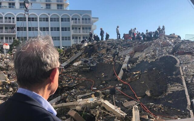 Diaspora Affairs Minister Nachman Shai at the site of a building collapse in Surfside, Florida, just outside Miami, on June 27, 2021. (Diaspora Affairs Ministry)